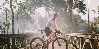 Hesti simpan harta karun di rumah sultan bintaro tukar dengan sepeda enzy juga dapat. Kronologi Luna Maya Jatuh Dari Sepeda Tiba Tiba Ada Angin Kencang Halaman All Kompas Com