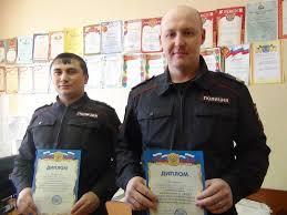 Полиция повязала группу мошенников продающих дипломы в метро  Полиция повязала группу мошенников продающих дипломы в метро