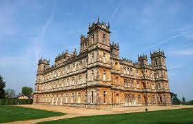 You are cordially invited to return to downton abbey. Ab London Downton Abbey Reisebus Tour Mit Anwesen Und Dorf Getyourguide