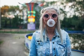 chewing gum by walking ile ilgili görsel sonucu