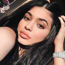 people are accusing kylie jenner of copying a por your s eyeshadow palette glamour