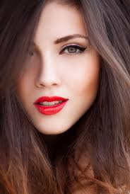 pretty red lip and cat eye makeup idea