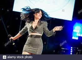 Der italienische Sänger Giusy Ferreri ist Gast des Konzerts Deejay auf der  Bühne, organisiert von Radio Deejay. Riccione (Italien), 18. August 2021  (Foto: Marco Piraccini/Mondadori Portfolio/Sipa USA Stockfotografie - Alamy