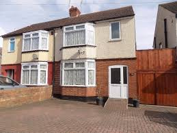 Lovely 3 Bed Family Home Part Furnished With Parking Close To