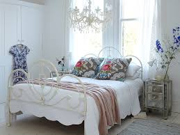 shabby chic bedroom with chandelier design ideas