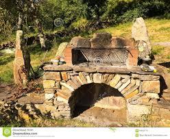 Barbecue Da Esterno In Pietra : Barbecue di pietra esterno fotografie stock immagine