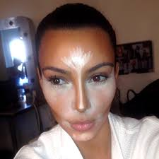 miss kardashian says that she has taken professional makeup cles before can do her own makeup and i m going to guess she does her own contouring as