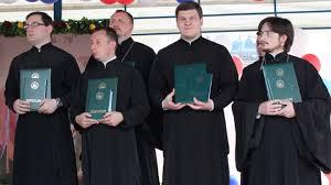 Более выпускников Белгородской духовной семинарии получили  Это выпускники очного и заочного отделений студенты магистратуры а также слушатели Центра подготовки приходских миссионеров сообщает департамент