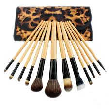 12pcs kit wooden handle makeup brush set meet the basic needs of daily make