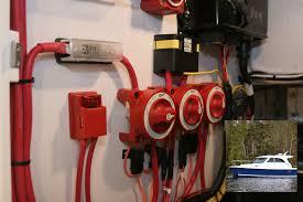 maxi fuse block 30 80 amps blue sea systems pn 5006 maxi fuse block 30 80 amps blue sea systems pn 5006