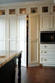 Elegant #StandardPaint Gorgeous Kitchen With Floor To Ceiling Kitchen Cabinets And  Walk In Pantry Hidden Idea