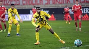 View youssoufa moukoko profile on yahoo sports. Youssoufa Moukoko 16 Sets Bundesliga Record But Union Beat Dortmund
