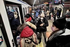 spain overcrowded subway trai imago