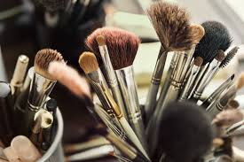 even makeup brushes expire here s when you should throw yours away her world