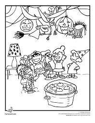 71fb69e8c41a8e2e18dfe10549c11b80 charlie brown football charlie brown halloween 413 best images about coloring sheets on pinterest coloring on charlie brown winter coloring pages