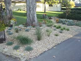 Sweet Front Yard Landscaping Ideas With Rocks