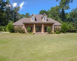 covington la acadian home has it all fireplace updated kitchen granite throughout spacious bedrooms and lots of storage