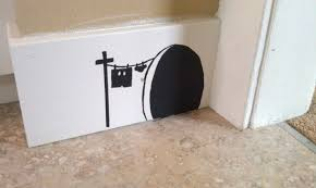 painting on the wallPainting a Mouse Hole on the Wall  Woo Jr Kids Activities
