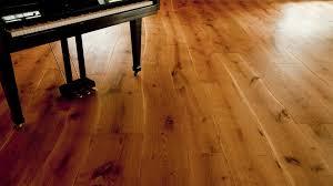 So bessern sie schadstellen aus. Hochwertige Bodenbelage Von Meisterhand Verlegt Parkettboden Textilboden Pvc Linoleum Designbelag