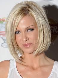 تسريحات الشعر الأنيقة للنساء بعد 40