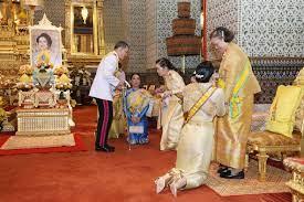 สุดอบอุ่น พระบาทสมเด็จพระเจ้าอยู่หัว ทรงมีพระราชปฏิสันถาร กับ พระบรมวงศานุวงศ์ - มติชนสุดสัปดาห์