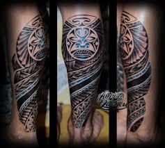 татуировка полинезийские узоры на ногах маска тики