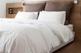 Idee Dipingere Mansarda : Camera da letto in mansarda bianco e nero moderno home interior