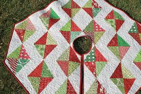 Free Christmas Quilt Patterns: Quilted Holiday Decor & Free Christmas Quilted Tree Skirt Pattern - Craftsy Adamdwight.com