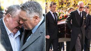 Radio duo alan jones and ray hadley will join rugby league great ian schubert in speaking at bob fulton's state funeral as hundreds arrive to pay their respects to the manly legend at st marys. Uzr8mtji Eoecm