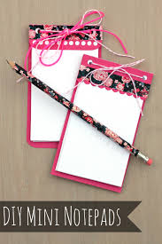 diy mini notepads with free silhouette cut file via pitterandglink