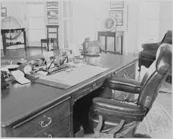 oval office chair. File:Photograph Of President Truman\u0027s Desk And Chair In The Oval Office White E