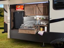 2018 toy hauler with outdoor kitchen wow