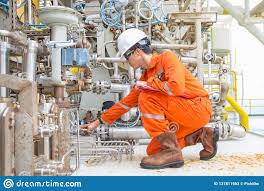 Mechanical Engineer Picture Mechanical Engineer Checking And Inspect Lube Oil System Of