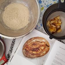 """Gratidão de todas as sextas. Cozinhando as 94 receitas do livro """"Todas as  sextas"""", de Paola Carosella. Continuando a última receita: O pão.   Quando  a Cozinha é um Divã"""