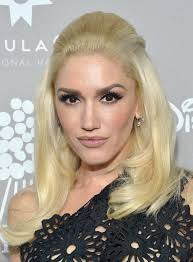 gwen stefani s 60s makeup on the voice is the best cat eye i ve seen yet photos