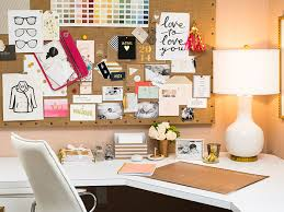 Decorating office desk Simple Office Table Specialmagazine Spécial Magazine Fun Ways To Decorate Your Office Desk