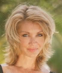 Coupe De Cheveux En Dégradé Sur Femme Blonde Coiffure
