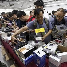 Hmv Liquidation Sale Massive Discounts See Hundreds Queuing