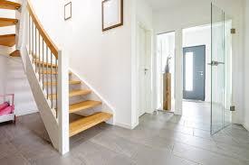 Für stufen und geländer stehen ihnen unterschiedlichste formen und materialkombinationen zur verfügung. Holz Treppe Photos Royalty Free Images Graphics Vectors Videos Adobe Stock