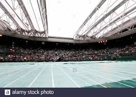 Tennis - Wimbledon - All England Lawn Tennis & Croquet Club, Wimbledon,  England - 3/7/12 Allgemeine Ansicht des Dachs auf dem Center Court  geschlossen Pflichtenkredit: Action Images / Paul Childs Livepic  Stockfotografie - Alamy
