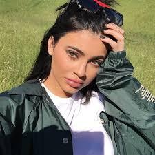 Kylie Jenner Hair Color - Kylie Jenner Short Black Hair   Teen Vogue