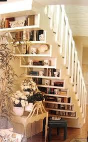 Klasse platzsparende Idee und es sieht auch noch super aus. Die Treppe auch  als Bcherregal