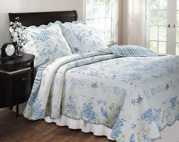 quilt sets blue white flower shades combine color in 2 big square pillows also a
