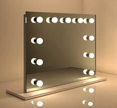 deze moderne make up visagie spiegel op voet is ideaal voor gebruik op een tafel