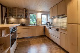 Moderne und grifflose Küchen