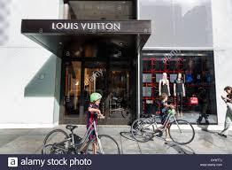 Designer Stores In Manhattan Fifth Avenue New York Shopping Stock Photos Fifth Avenue