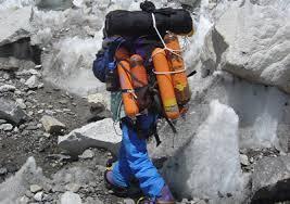 「エベレスト 登山  荷物」の画像検索結果