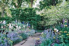 How To Create An English Cottage GardenRomantic Cottage Gardens
