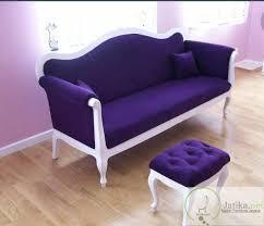 bangku santai minimalis jok warna ungu ini terbuat dari bahan kayu ni berkualitas yang sebelumnya sudah
