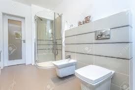 Bagni moderni con doccia: bagno moderno con doccia grigio pasionwe